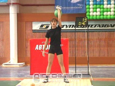 Ksenia in the first minute of her 24 kg snatch contest